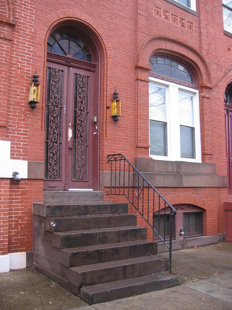 Entrance, 1805 Madison Avenue (2009)